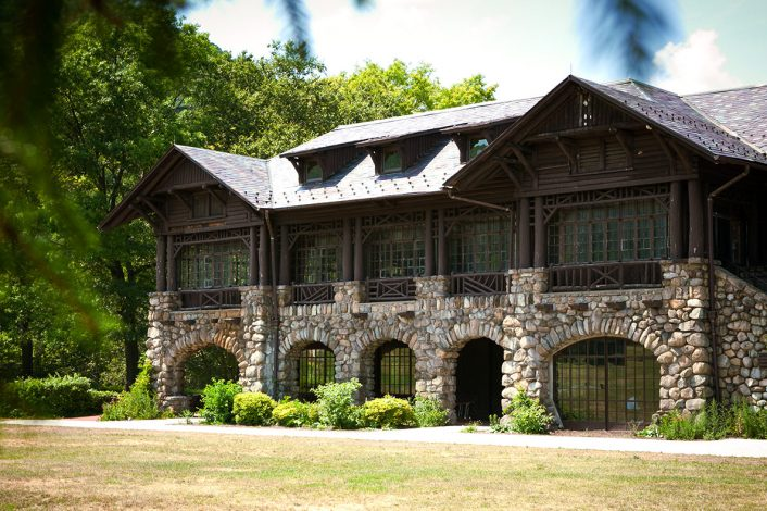 Bear Mountain Inn building
